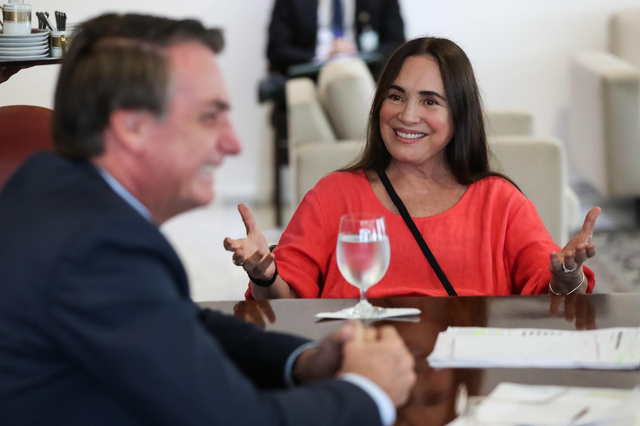 Artistas e autoridades repercutem saída de Regina Duarte do comando da secretaria de Cultura