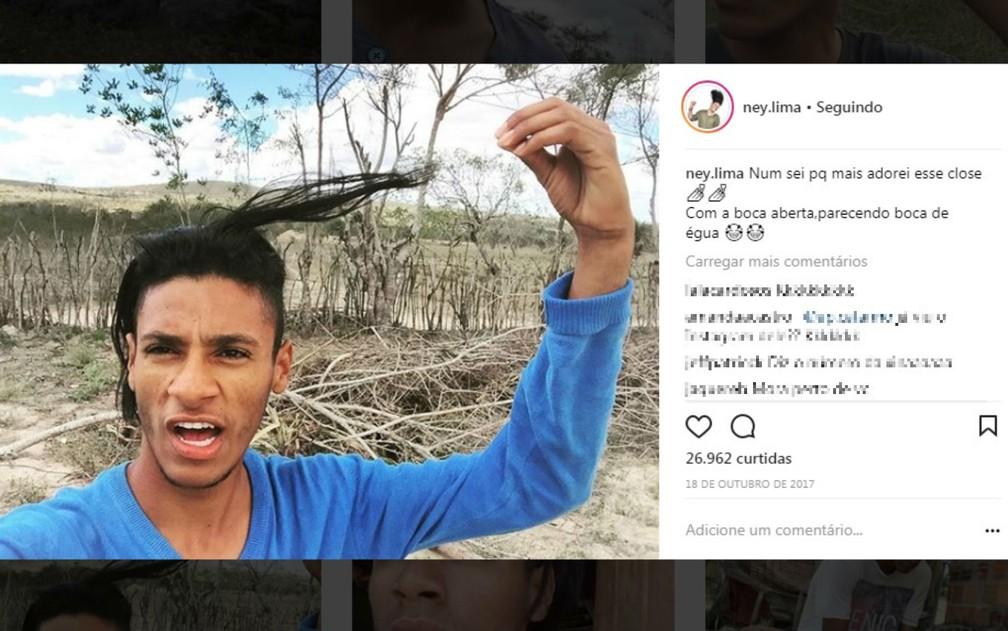Jovem bomba nas redes com posts sobre sua rotina humilde na BA (Foto: Reprodução/Instagram)