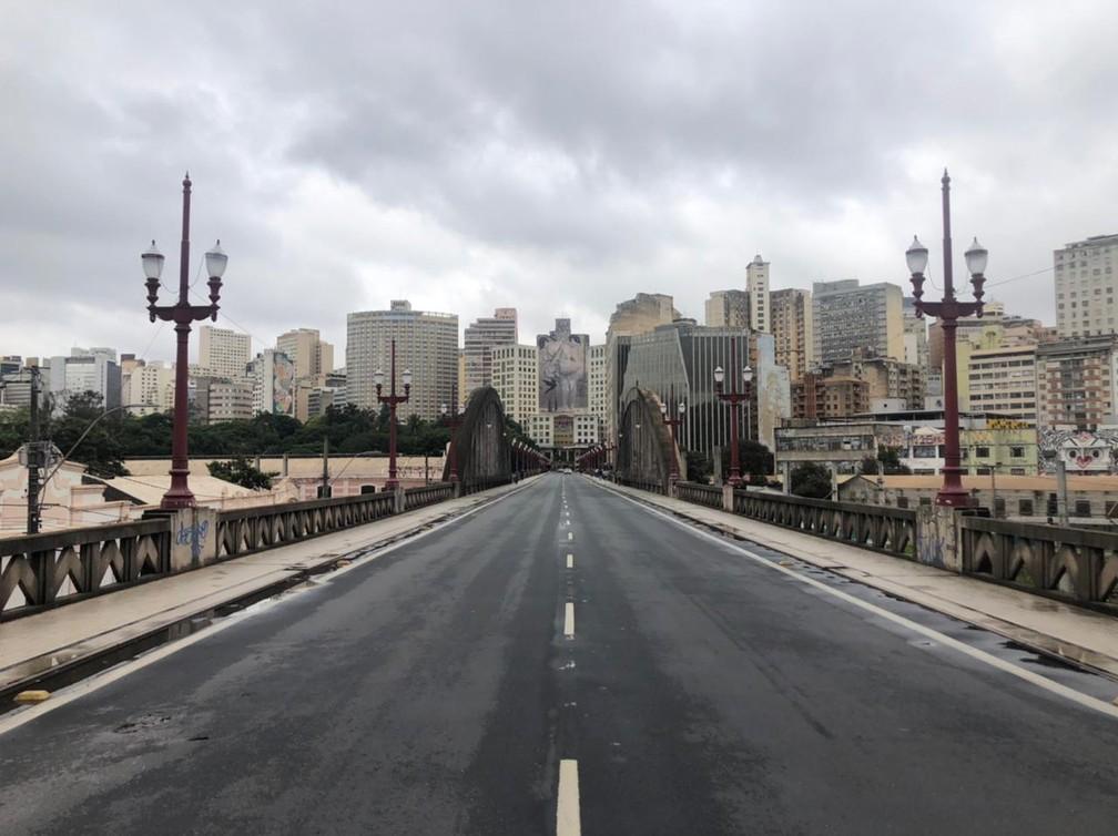 Viaduto Santa Tereza deserto na terça-feira de Carnaval 2021, quando pandemia obrigou cidades a proibirem festas e aglomerações. — Foto: Marcelo Moreira / TV Globo