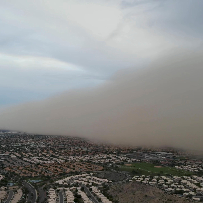 VÍDEO: Tempestade de areia cobre subúrbio de Phoenix, nos EUA