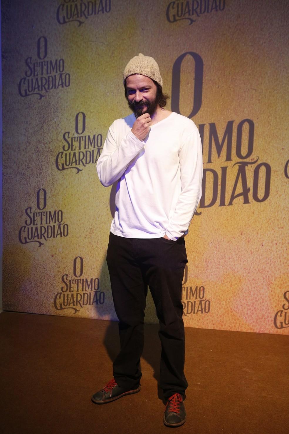 Heitor Martinez será um jardineiro na nova novela das 9 — Foto: Fabiano Battaglin/Gshow