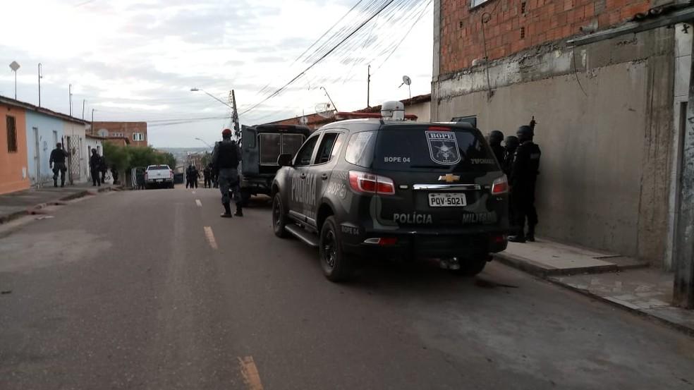 A Operação Choque Itinerante foi deflagrada pela Polícia Militar neste sábado (17), em Caucaia, na Grande Fortaleza. — Foto: Halisson Ferreira/SVM