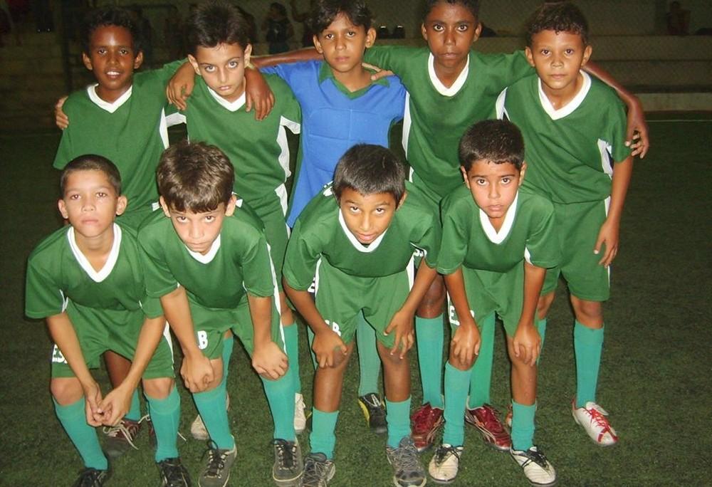 Thalisson treinou em escolinha de Ji-ParanÃÂÂ¡ (Foto: primeiro em pé da direita para a esquerda) (Foto: Valter Fernandes/ arquivo pessoal)