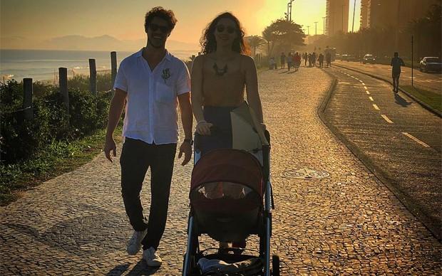José Loreto, Débora Nascimento e Bella (Foto: Reprodução / Instagram)
