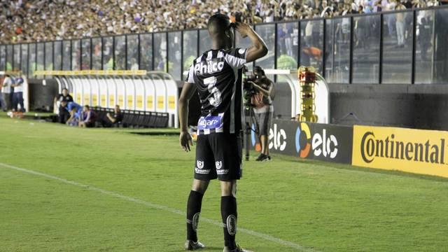 Jorge festeja o gol do Santos