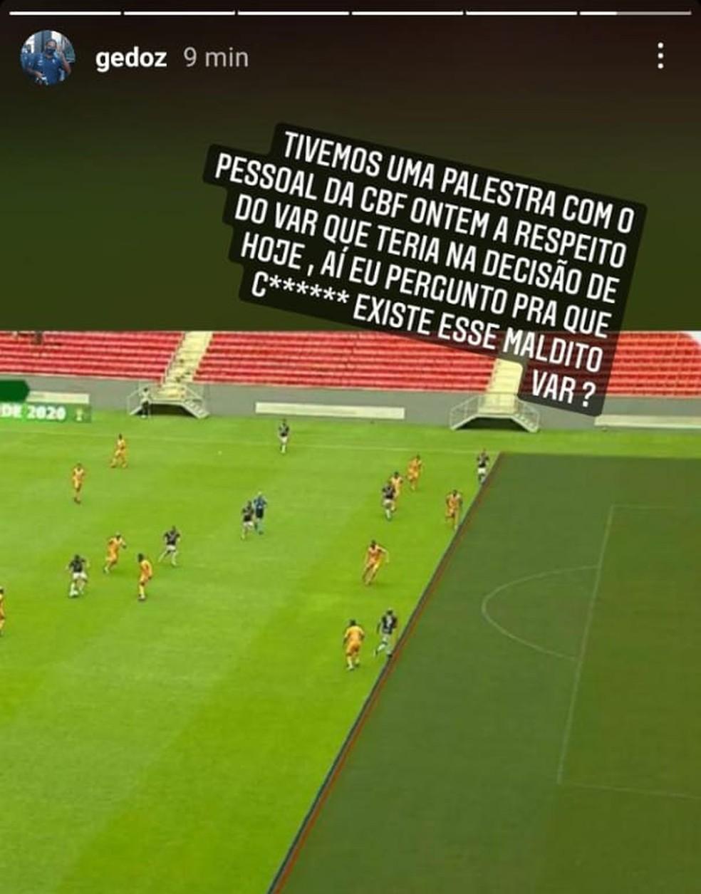 Felipe Gedoz critica VAR por ter marcando impedimento de Wellington Silva na jogada que culminou com o segundo gol do Remo na partida — Foto: Reprodução/Instagram