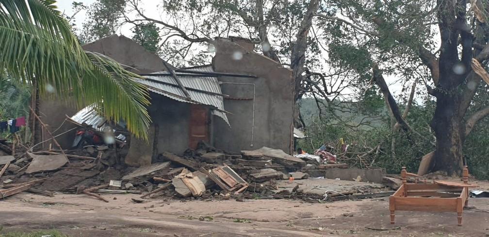 Edifícios danificados depois da passagem do ciclone Kenneth na região da província de Cabo Delgado — Foto: Unicef via Reuters