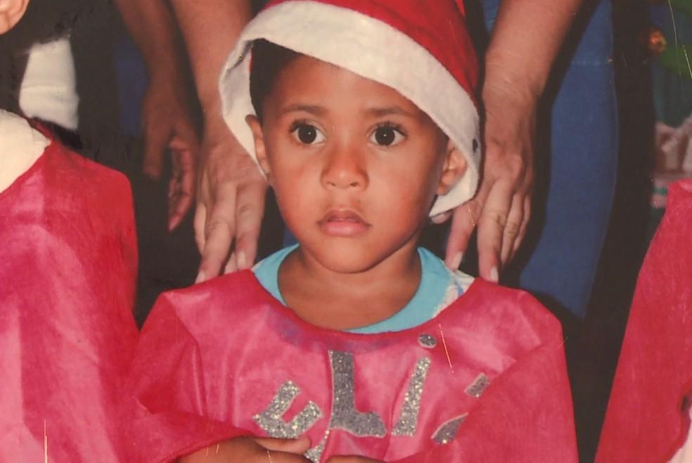 Alan Júnior foi levado pelo pai após sair da escola, em Petrolina. — Foto: Reprodução/TV Grande Rio