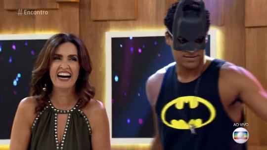 Marcello Melo Jr. homenageia Fátima Bernardes com fantasia de Batman: 'Vi o casal lindo'