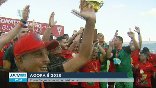 Técnico Rogério Henrique e mais 12 atletas renovam com o Pouso Alegre FC
