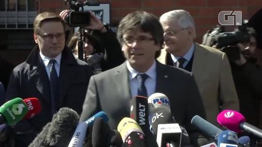 Puigdemont deixa prisão alemã e pede abertura de diálogo com autoridades espanholas