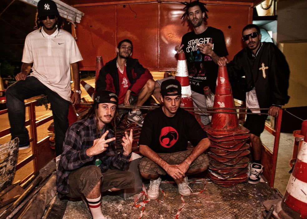 O grupo ConeCrewDiretoria, com Papatinho no centro — Foto: Divulgação
