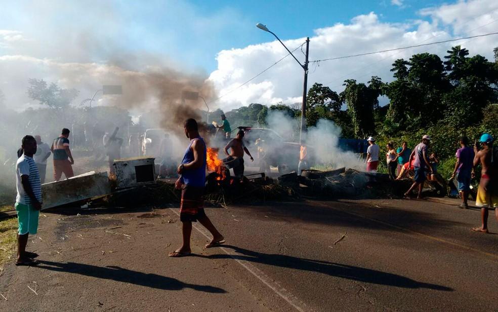 Manifestantes fecharam rodovia por 2h30 (Foto: Arquivo Pessoal)