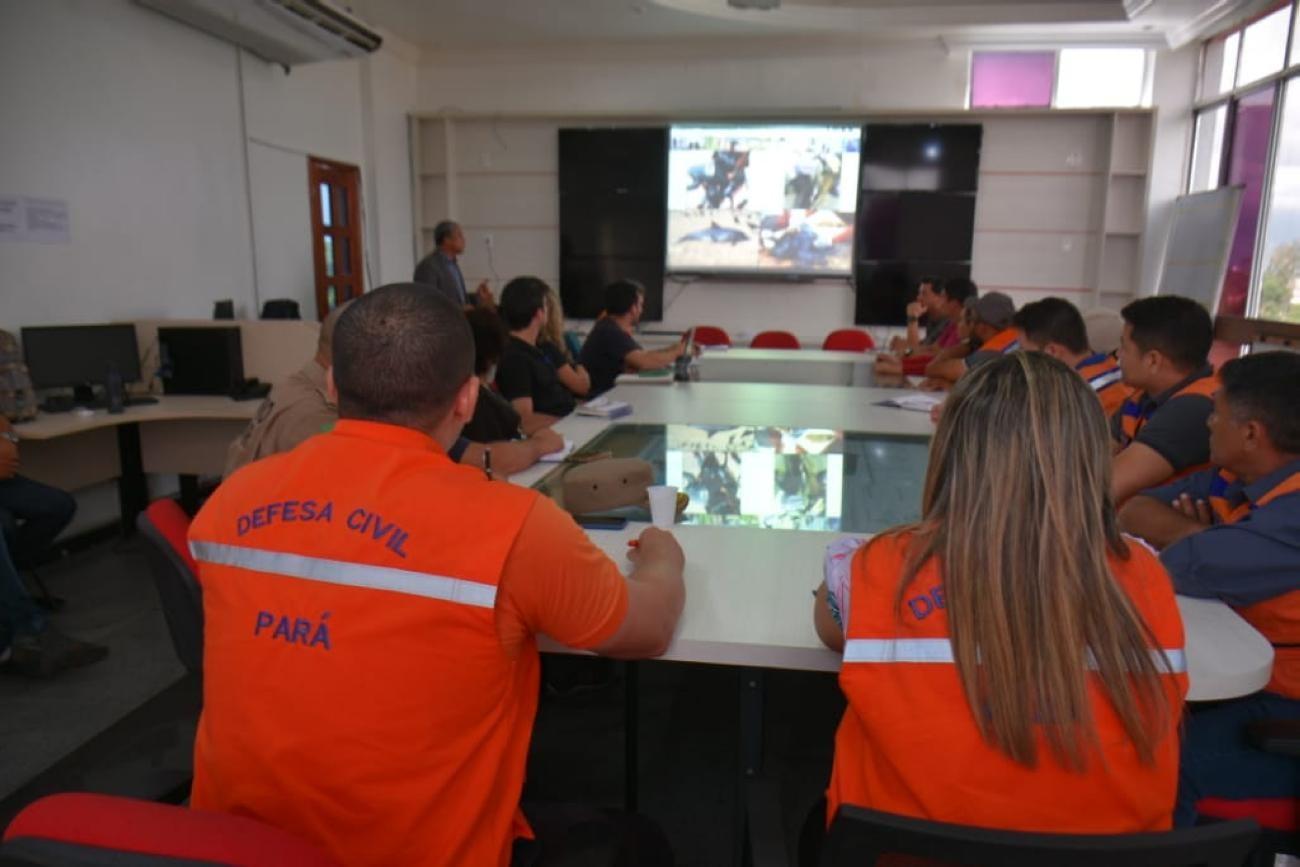 Aparecimento de manchas de óleo é investigado em praia do nordeste do Pará