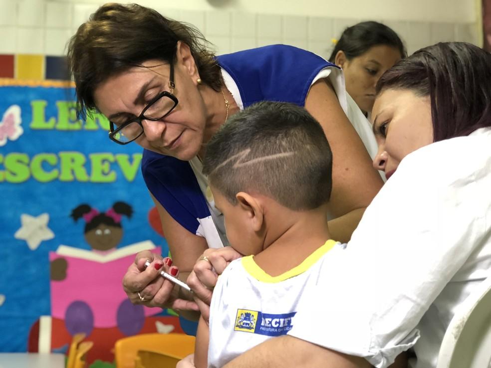 Campanha de vacinação contra a gripe segue até a segunda-feira (25), no Recife (Foto: Manoel Filho/Secretaria de Saúde do Recife/Divulgação)