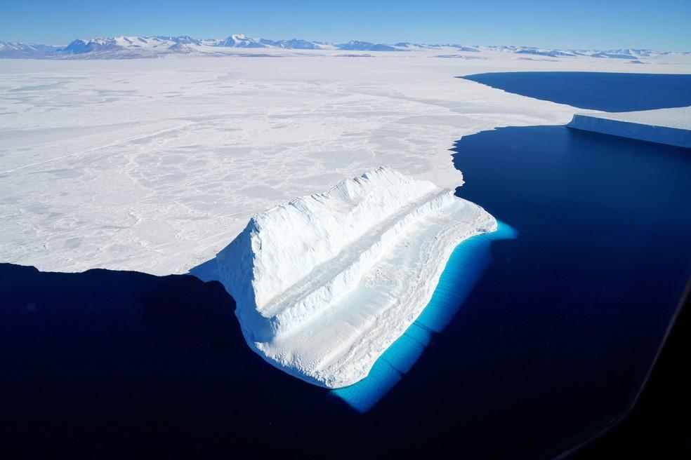 Gelo da Antártica está derretendo 6 vezes mais rápido do que há 40 anos — Foto: Chris Larsen/Nasa/AFP