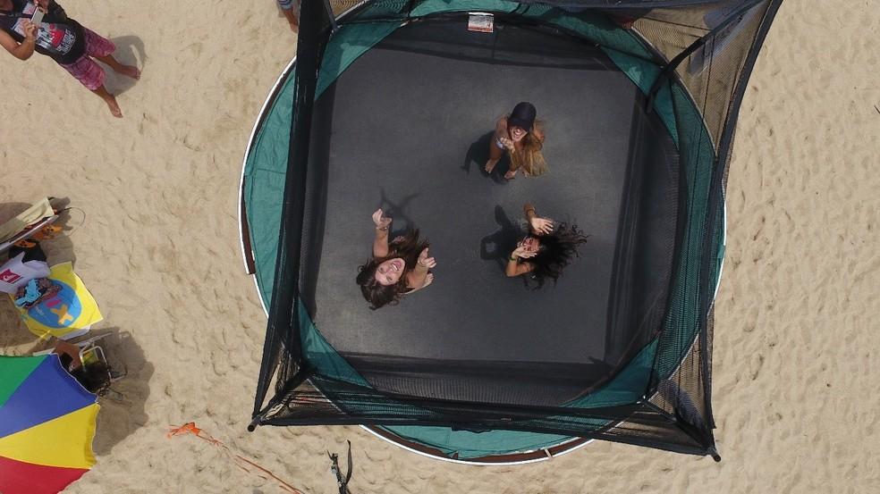 Além das baterias de surfe, outras atrações estarão disponíveis ao público, como a cama elástica — Foto: Reprodução/IbraSurf