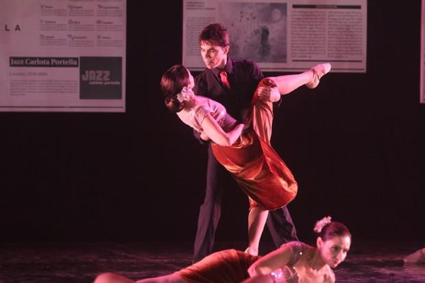 Fátima Bernrdes em sua apresentação de dança (Foto: Wallace Barbosa e Daniel Pinheiro/AgNews)