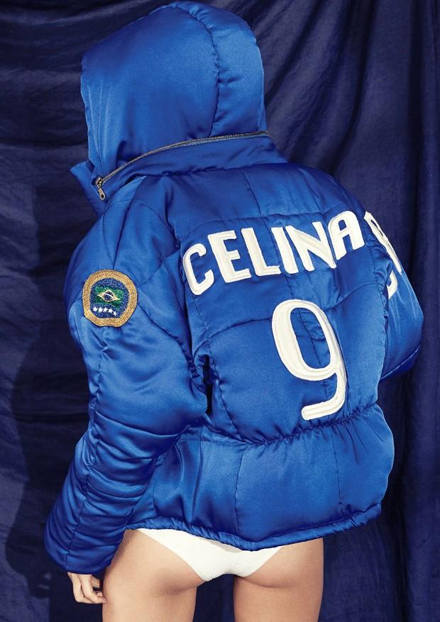 Celina Locks posa para a campanha de sua linha de roupas em parceria com a Tig (Foto: Divulgação)