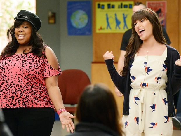 Amber Riley e Lea Michele em Glee (Foto: Divulgação)