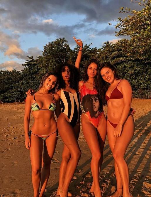 Giovanna Lancellotti com amigas (Foto: Reprodução/Instagram)
