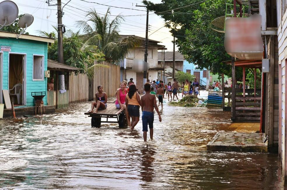 Mais de 1 mil famílias foram vitimadas pela cheia do rio Jari (Foto: Dalton Pacheco/Prefeitura de Laranjal do Jari/Divulgação)