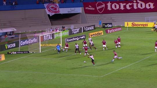 Itamar Schulle diz que fez o melhor possível à frente do Vila e volta a lamentar os gols perdidos