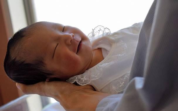 O bebê nasceu em meio ao terremoto (Foto: Reprodução/ Facebook)