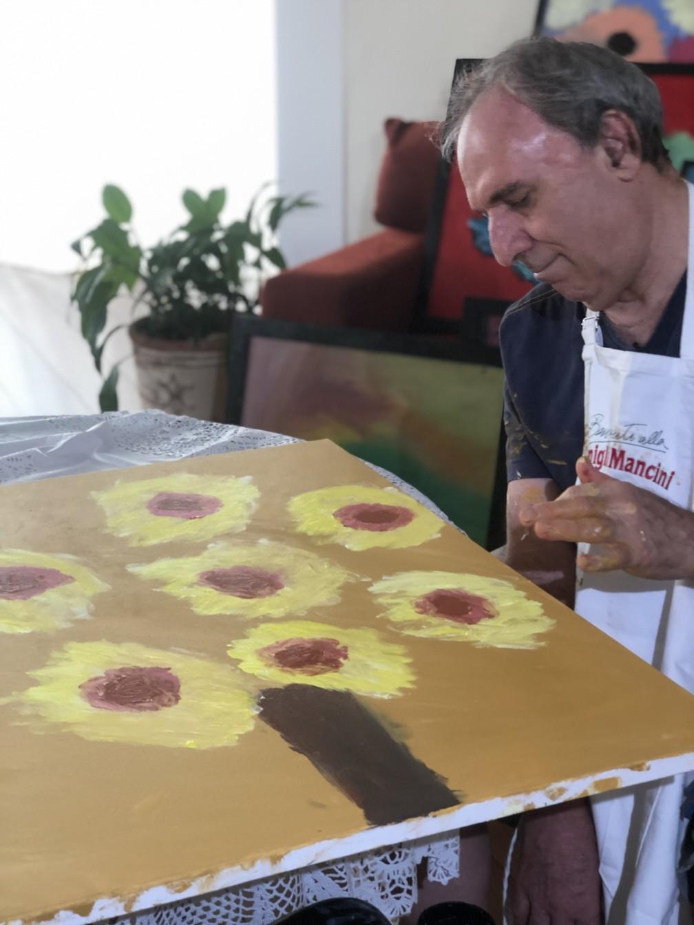 Osmar Santos hoje se dedica à pintura — Foto: Felipe Ruiz