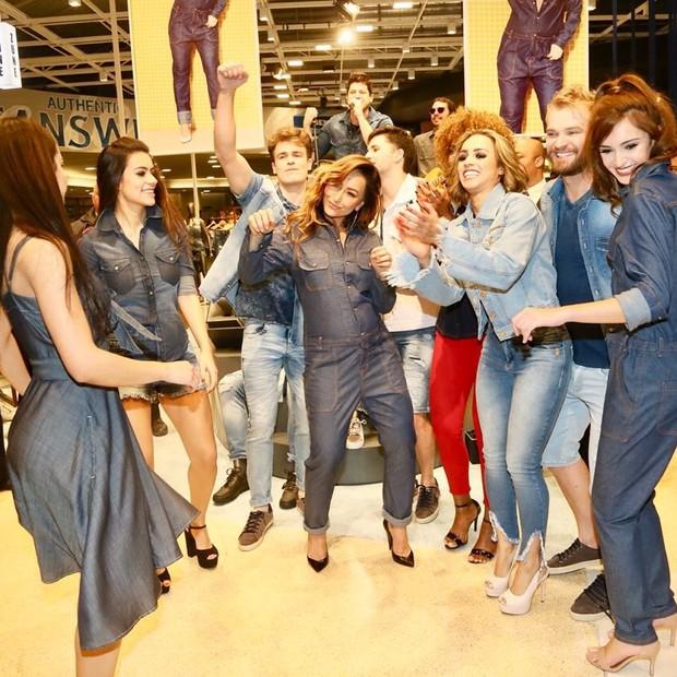 Sabrina Sato dança muito em loja  (Foto: Manuela Scarpa/Brazil News)