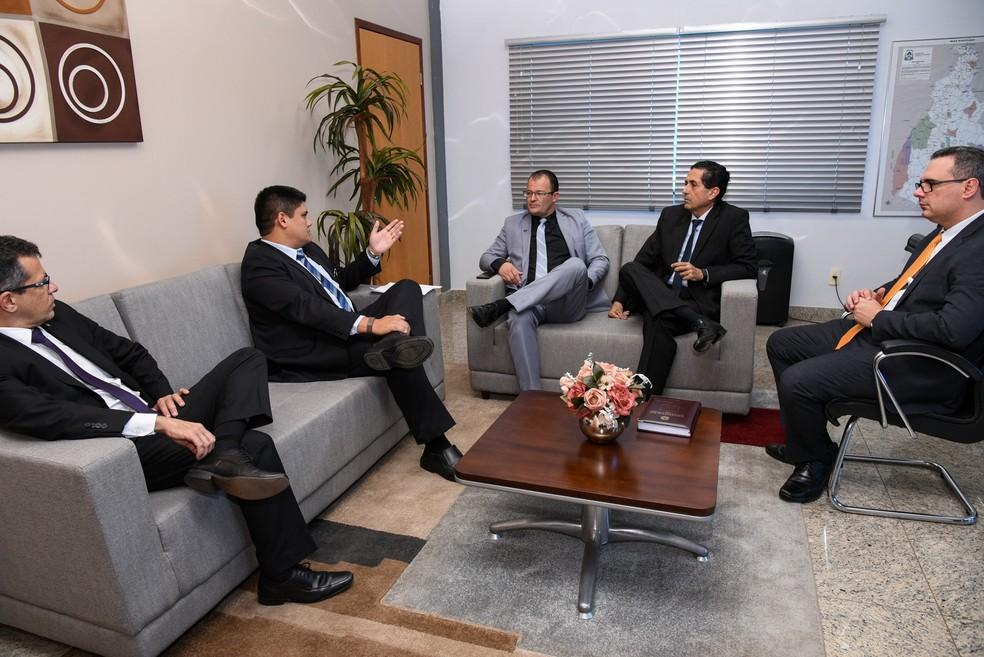 Medida foi tomada após reunião entre o PGJ e o Sindepol — Foto: Marcelo de Deus/MPE