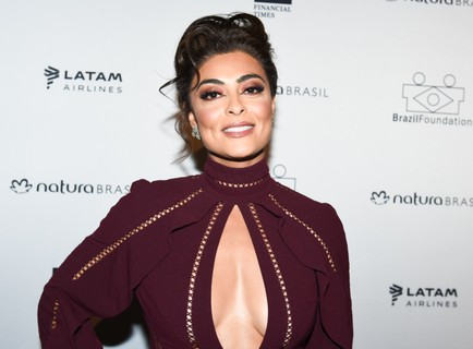 Juliana Paes, de Zimmermann, com joias H.Stern e clutch Jimmy Choo