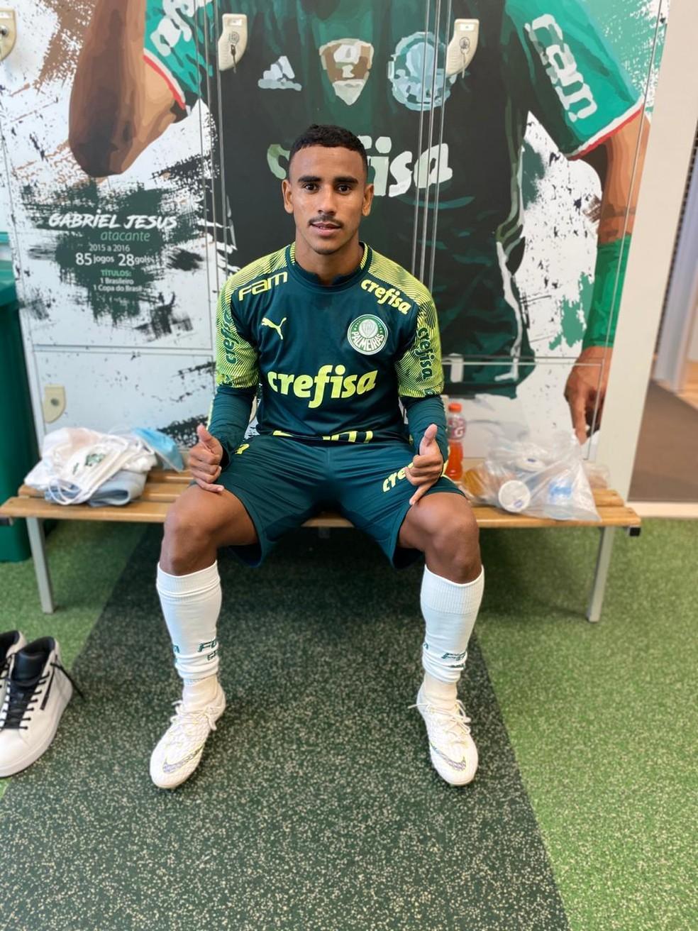 Valdenílson, atacante do Palmeiras, ganhou oportunidade para treinar com os profissionais — Foto: Divulgação Palmeiras
