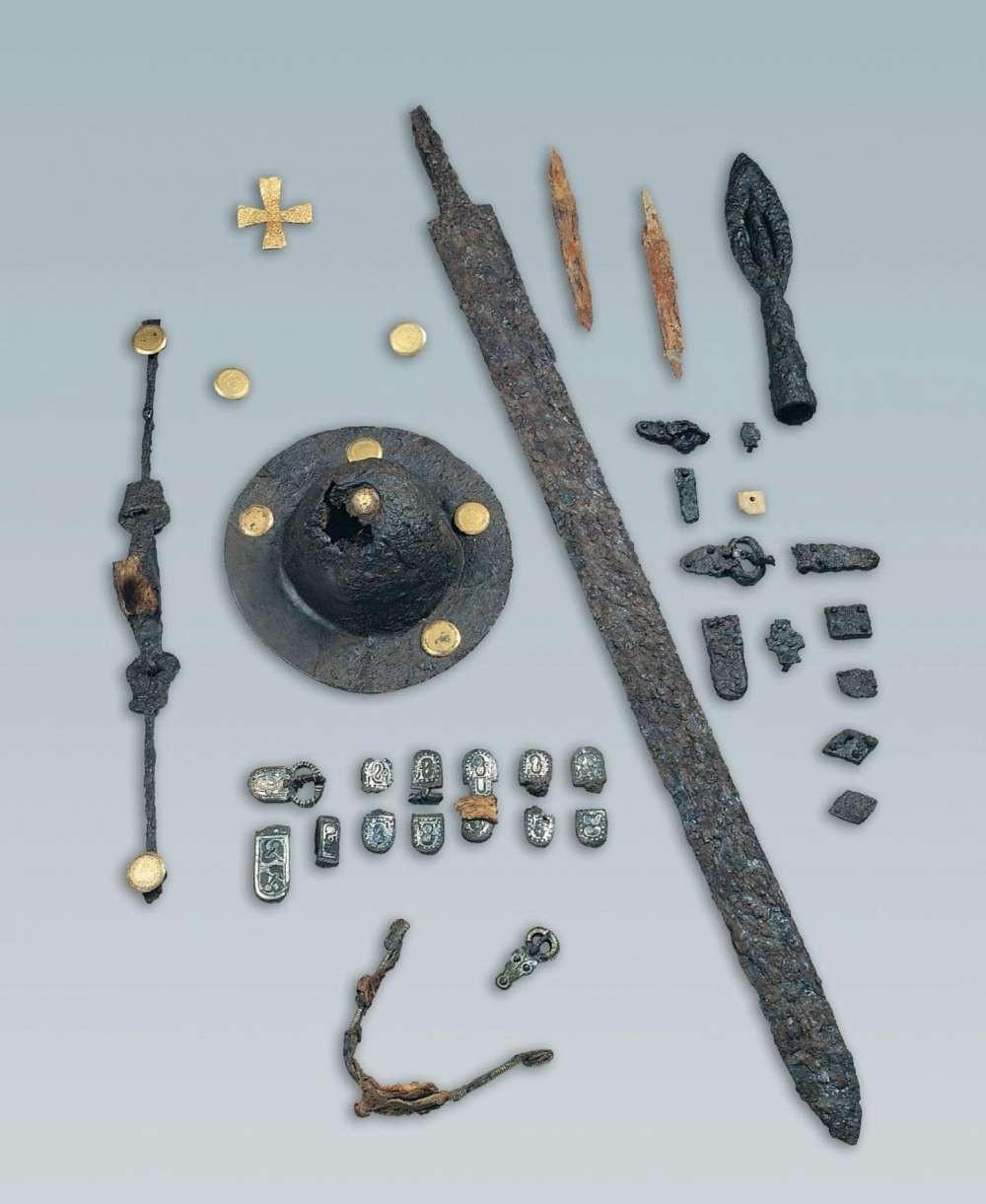 Objetos encontrados perto das sepulturas bárbaras  (Foto: Nature Communications)