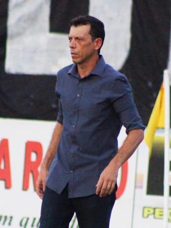 Fernando Tonet, técnico do Parnahyba (Foto: Renan Morais)
