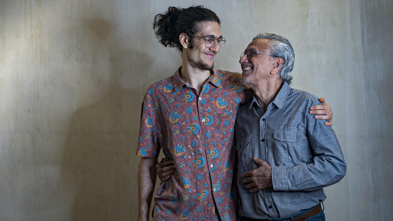 Caetano Veloso lança música nova em parceria com o filho Tom; 'Talvez' chega às plataformas no dia em que Caê faz 78 anos