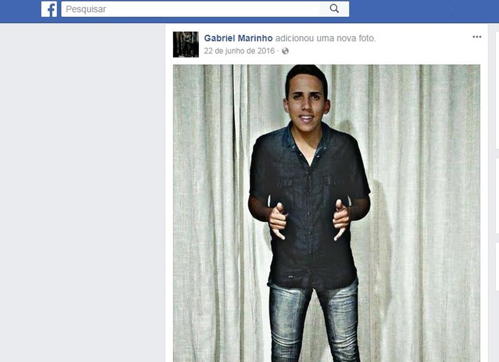 João Gabriel, de 21 anos, morreu neste sábado (16) em Petrópolis, RJ (Foto: Reprodução/Facebook)