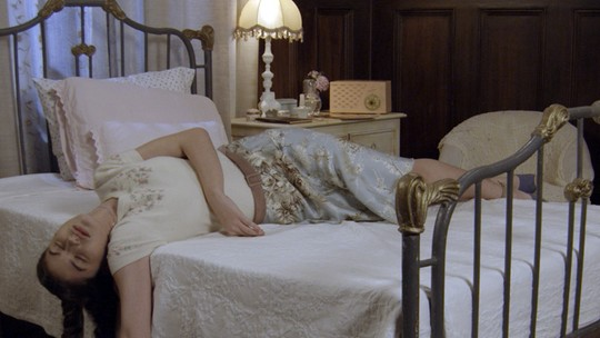 Gerusa morta? Camélia encontra a neta desacordada no quarto