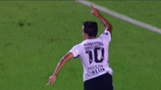 De cabeça, Jadson garante a vitória do Corinthians na Argentina