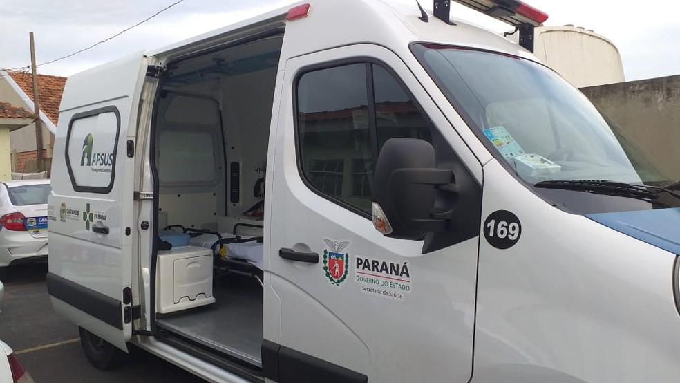 Ambulância recuperada foi encaminhada para a delegacia da cidade — Foto: Fábio Ângelo/RPC Ponta Grossa