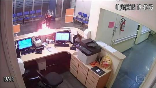 Preso homem que entrou em emergência de hospital de Lajeado e colocou fogo em guichê