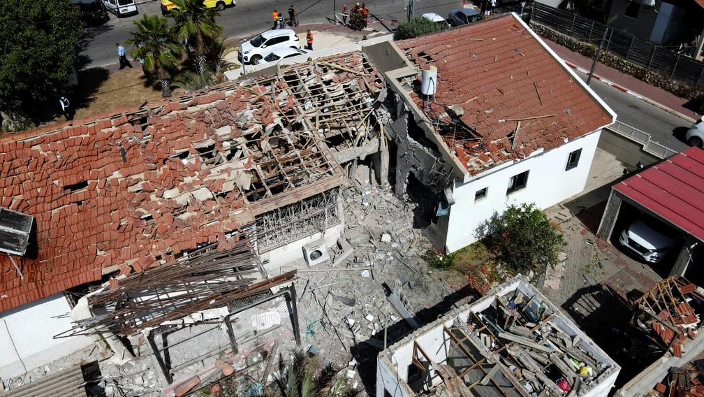 Casa destruída na cidade de Ashkelon após lançamento de foguetes de Gaza contra cidades israelenses — Foto: AFP/Jack Guez