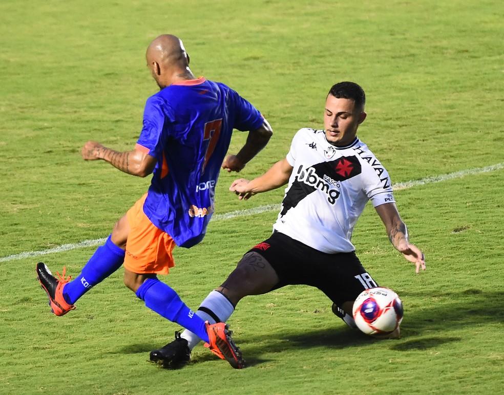 Bruno Gomes em Vasco x Nova Iguaçu: meio-campista jogou os 90 minutos depois da volta do Brasileiro — Foto: André Durão