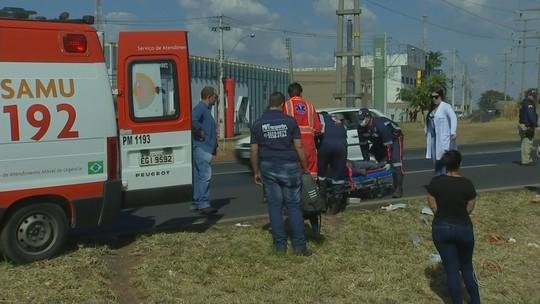 Homem é atropelado por carro no trecho urbano da BR-153 em Rio Preto