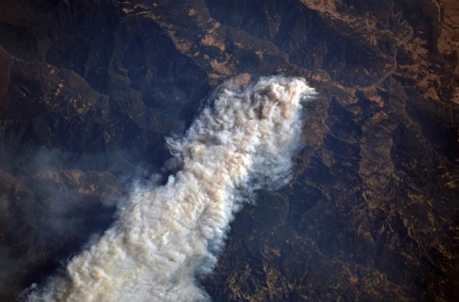 O cosmonauta Oleg Artemyev divulgou foto do incêndio registrada do espaço (Foto: Divulgação/Roscosmos)