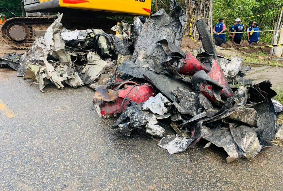 Destroços da aeronave que caiu em manguezal de Aracaju— Foto: Kedma Ferr/TV Sergipe/arquivo