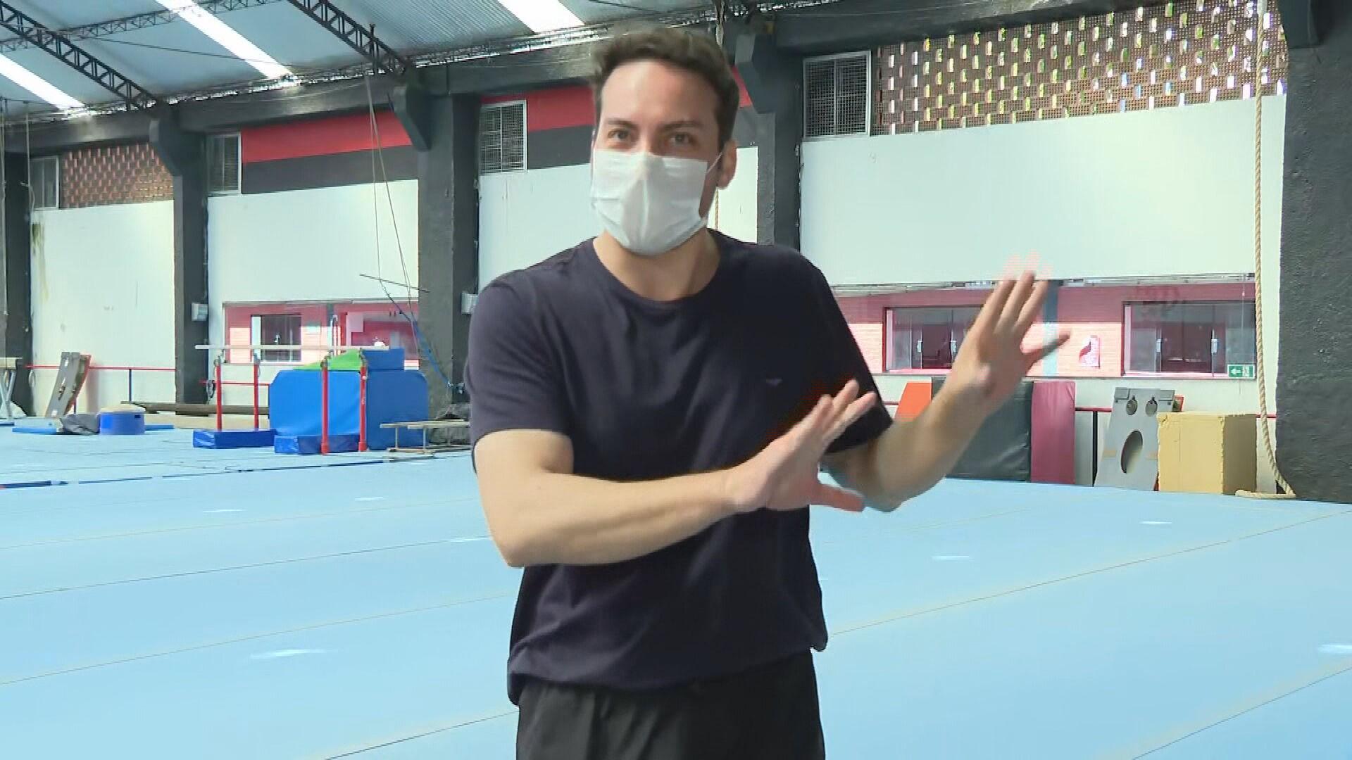 VÍDEO: no embalo de Rebeca, repórter dá salto mortal após entrevistar colegas da ginasta no Flamengo