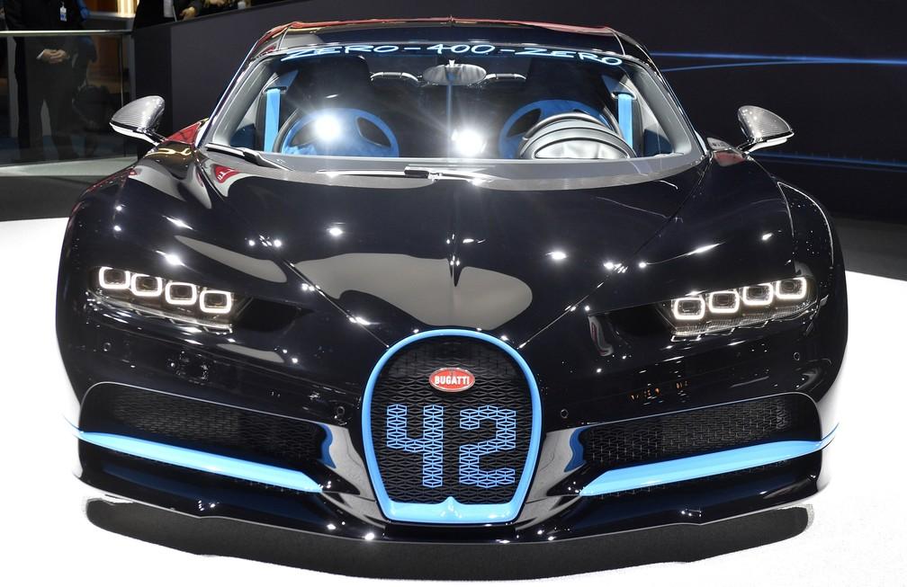 Sabe por que o Bugatti Chiron veio com este número 42 estampado? É o tempo que ele leva para acelerar de 0 a 400 km/h e frear completamente! (Foto: AP Photo/Martin Meissner)