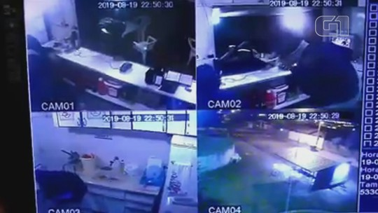 Dupla armada com faca assalta caixa de lanchonete em Lençóis Paulista; vídeo