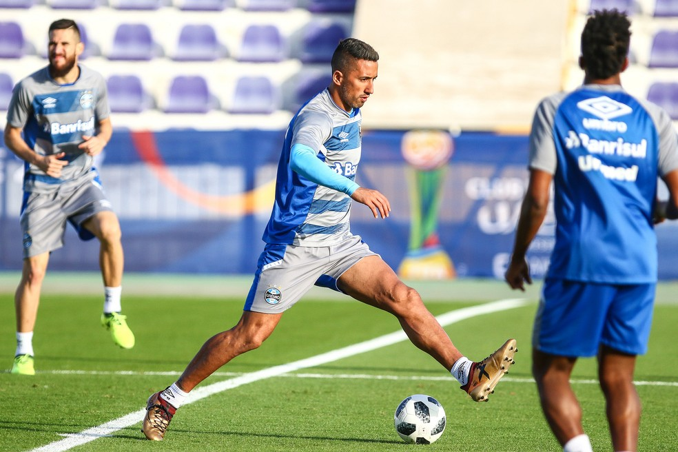 Barrios em treino do Grêmio no Emirados  (Foto: Lucas Uebel/Divulgação Grêmio)